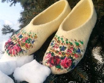 "2.  Felted slippers ""Vanilla"""