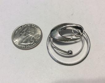 Vintage sterling silver circle pendant badn