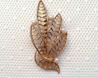 Graceful Vintage Leaves Brooch with Imitation Pearls
