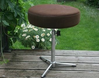 70's height-adjustable stool retro design