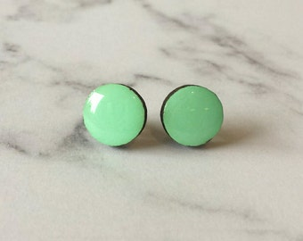 Block colour studs in Mint