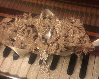 Nadia choker necklace