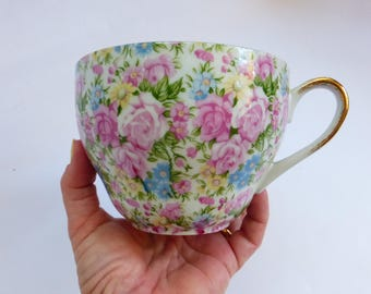 Vtg Chintz Latte Cup / Tea Cup Bone China with Gold 16oz.