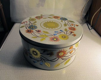 Big Vintage Tin Cake Box / Made in England