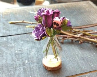 Miniature Glass Vase with Skull & Rose Bouquet