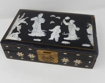 Old wooden jewelry box lacquered with traditional Asian mother-of-pearl scene, free shipping !!