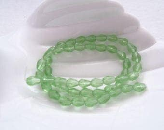 Strand of 8 mm x 5 mm Teardrop Beads, Green (1349)
