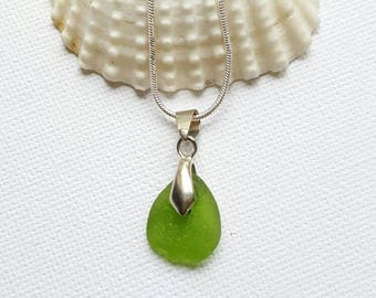 Green Sea glass necklace, seaglass jewelry, Drilled seaglass, Beach glass, Beach finds, Eco jewellery, Gift for her