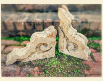 Antiqued corbel