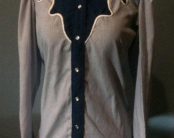 Rockmount Ranch Wear women's western pearl snap shirt size 32