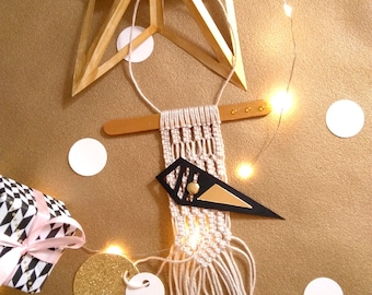 Small decorative wall-Macrame weaving modern-Suspension-Art textile-idea gift-handmade in France