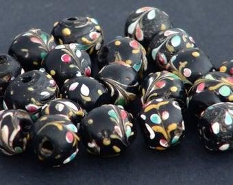 v3- 20 antique round floral fancy beads