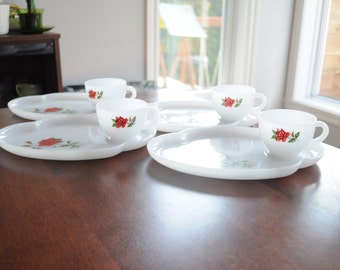 Set of 4 Vintage cup and saucer Federal Glass white and rose pattern/Milk Glass Cup and saucer white and pink