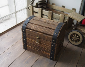 Wooden chest - Pirate chest - Toy Box - Treasure chest