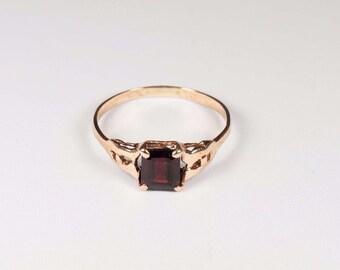 14K Yellow Gold Garnet Ring , 1.6 grams, size 5.5