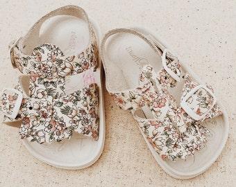 Vintage Infant Girl Floral Sandals • Size 1