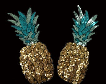 Beautiful Sequined Applique in a Pineapple Motif.