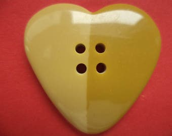 2 large buttons of 33mm beige (813e) heart