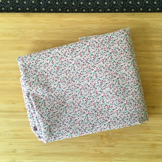 Furoshiki Gift Wrapping Cloth - Japanese Cotton Furoshiki -  Tiny Lilac Design by Kendo Girl
