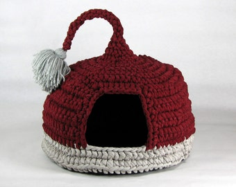 Crochet cat bed cat cave pet house Tshirt yarn Bordeaux and Grey with tassel for playing