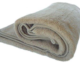 Throw blanket | bed cover | woolen blanket | blanket | bedspread | warm blanket | bedding
