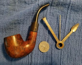 Vintage brier pipe with cleaning tool