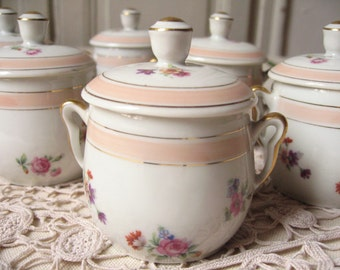 6 cups covered in porcelain / french Vintage / pink Cup with small flowers, black gold / Teacup with lid / jars