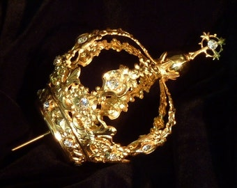 Silver chiseled gold plated Crown by hand, carries 19 Swarovski crystals embedded
