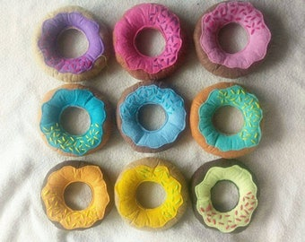 Felt food donuts with sprinkles for imaginative play. Pretend play felt food for tea parties, kitchen etc. Available in 9 colours/designs.