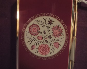 Strattons Handbag accessorie note pad and pen in gold and red in presentation box