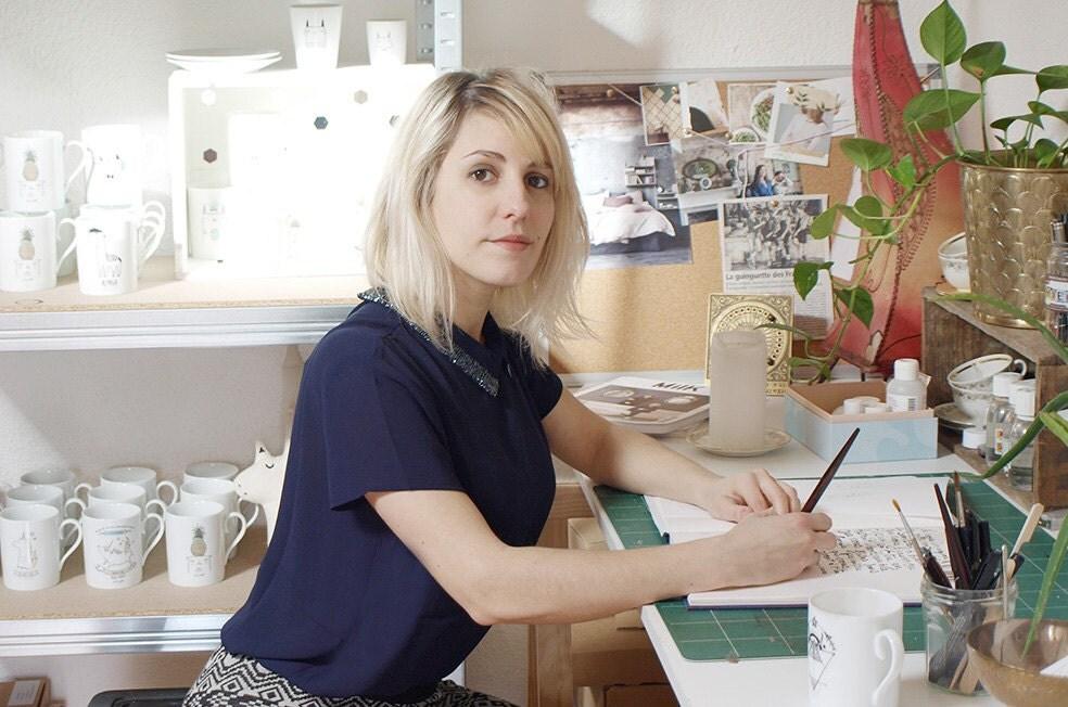 Sobi dans son atelier / Sobi en su taller