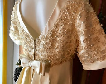 1960's Wedding Dress, Mad Men Wedding, dutches satin cream, beaded lace daisy, and train