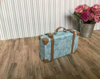 1:6 shabby chic miniature suitcase