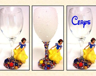 Snow White Disney Inspired Glitter and Pearl Wine Glass ~ Decorative, Drinking or personalised Drinking Glass