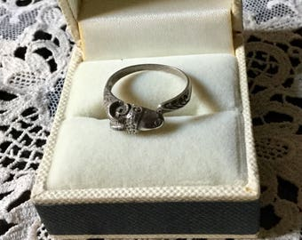 ART DECO Aries Ring - Sterling silver hand carved - Very original Vintage Ring