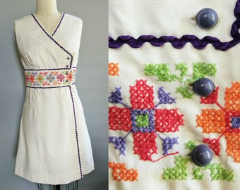ric rac / 1960s gay gibson white dress with embroidered waist / 6 8 small