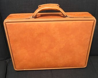 Vintage 1950s Hartmann briefcase - like new condition!