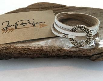 Wife was white, to wrap leather bracelet.