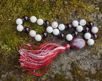 Garnet,Magnesite,Mookaite 27+ 1 bead mala