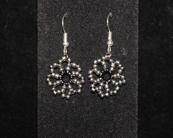 Silver and Black beaded daisy bracelet and earring set