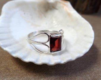 Elegant 3 Carat Garnet Ring 1294