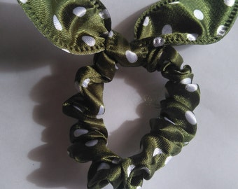 "elastic hair in fabric color ""green peas"""