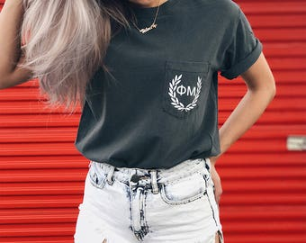 Phi Mu Comfort Colors Laurel ΦΜ Unisex Pocket T-shirt