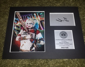 Margot Robbie - Harley Quinn - Suicide Squad - Signed Autograph Display - Fully Mounted and Ready To Be Framed V4