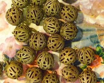 Vintage Lg Brass Filigree Beads(5pc)Brass beads with Loops/Vintage round filigree beads/large brass beads/Lg Beads/Vintage Beads/Lg Beads/C1