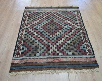 Small Kilim rug. Vintage Kilim rug. Vintage rug. Turkish kilim rug. Free shipping. 4.1 x 3.1 feet.