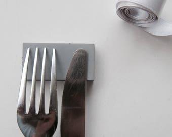 6 Grey concrete knife-rest