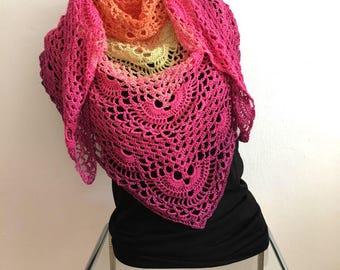 Crochet triangle shawl, colorful Sommerschal, pink cloth, Hüftschmeichler