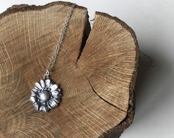 Sterling silver daisy necklace , flower pendant , daisy pendant,silver necklace, handmade pendant.