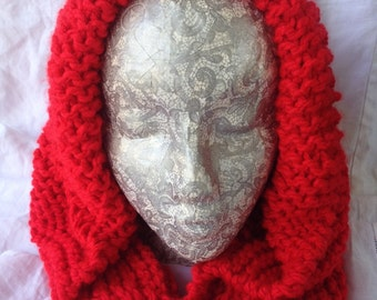 RED KNITTED HOOD